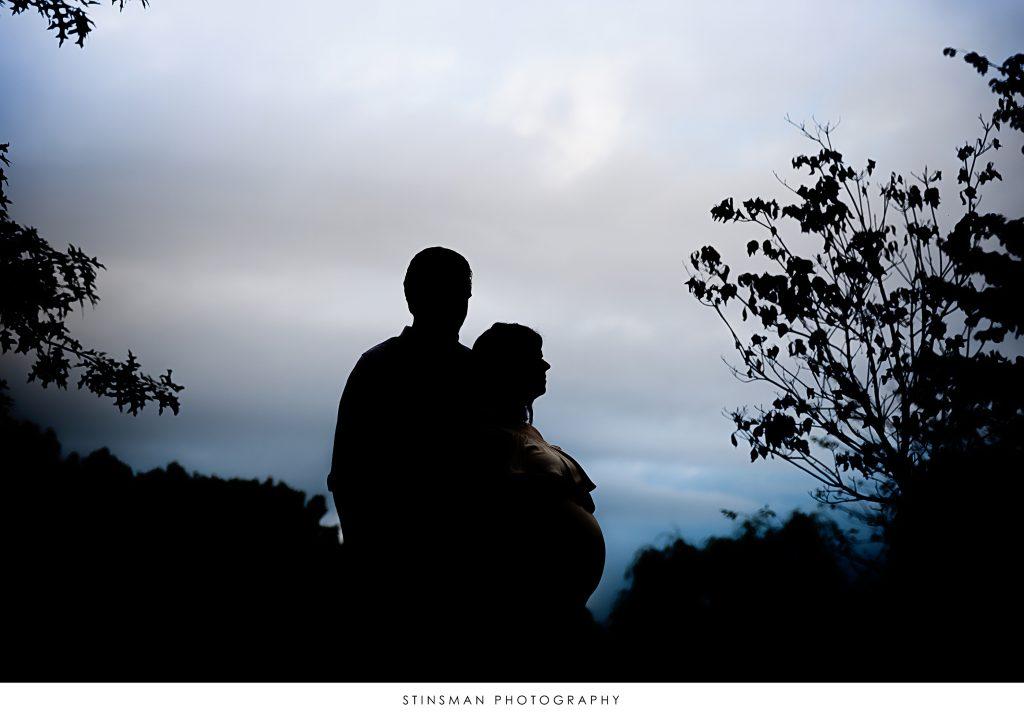 shiloutte photo of pregnant couple