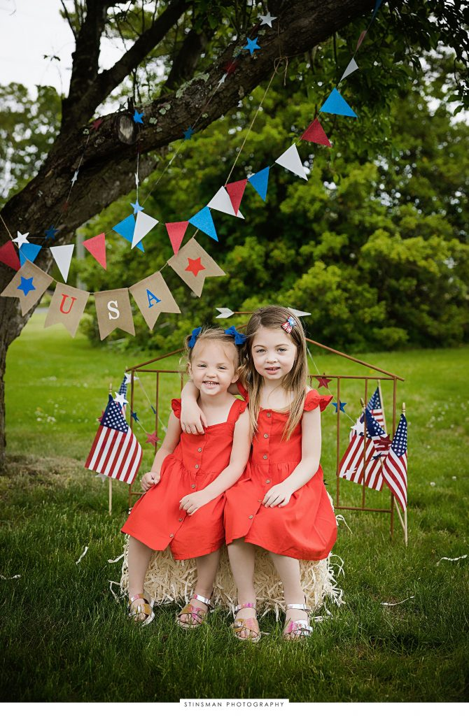 sisters posing at their usa mini photoshoot