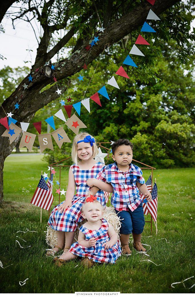 Siblings posing for their usa mini photoshoot